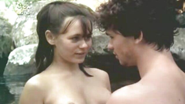 सेक्स कोई पंजीकरण  मेज पर बीएफ सेक्सी मूवी फुल एचडी में परिपक्व महिला के साथ सेक्स