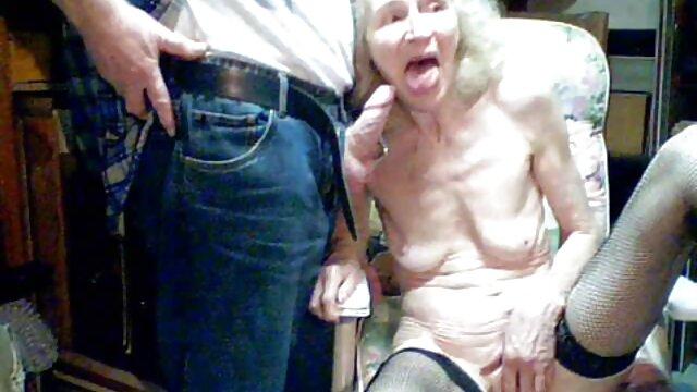 गर्म दादी माँ